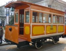 Turul Timisoarei cu un tramvai reconditionat, dotat cu Internet si dozatoare de bere