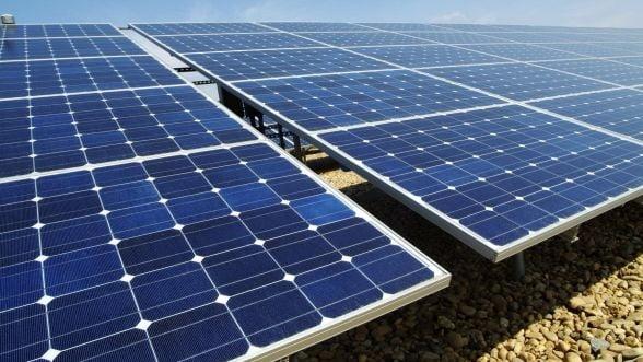 UE sfideaza amenintarile Chinei si impune taxe pe importurile de panouri solare