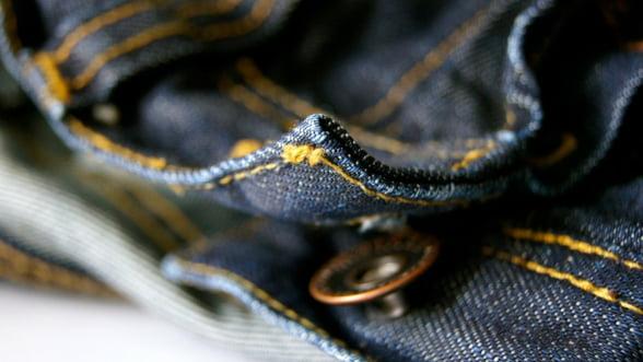 UE taxeaza suplimentar importurile de jeans, bourbon sau motociclete din SUA