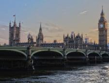 UK: Parlamentul a votat pentru a prelua controlul asupra Brexit. Demisii din Guvernul May, care denunta un precedent periculos