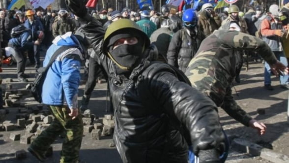 Ucraina, 'mai aproape ca niciodata de un razboi civil'