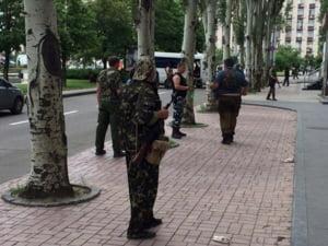Ucraina, in prag de razboi: Spital bombardat, atacuri teroriste si jafuri