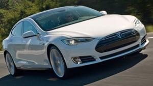 Uimitoarea masina electrica Tesla, tinta unor atacuri ale hackerilor?