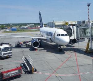 Un avion TAROM n-a mai decolat de pe Otopeni, pentru ca avea scurgeri de ulei de la motor