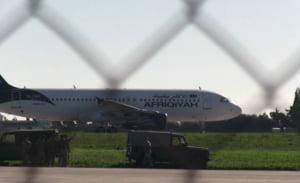 Un avion cu 118 oameni la bord a fost deturnat in Malta, dar totul s-a terminat cu bine. Iata filmul evenimentelor