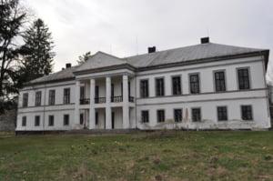 Un castel construit in stil neoclasic este scos la vanzare. Care este suma ceruta