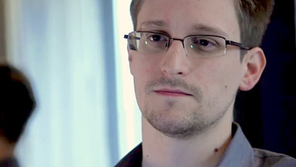 Un celebru cineast va regiza un film despre Edward Snowden