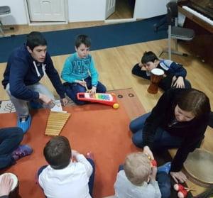 Un centru care ajuta copiii bolnavi de autism risca sa isi inchida portile din cauza schimbarilor fiscale