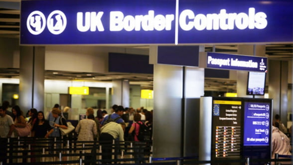 Un cotidian britanic ii cere premierului David Cameron mentinerea restrictiilor pentru romani si bulgari