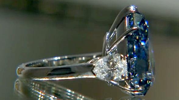 Un diamant albastru, vandut cu aproape 24 de milioane de dolari