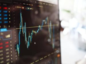 Un nou crah pe bursele internationale? Cat de mult afecteaza noile tulpini de COVID-19