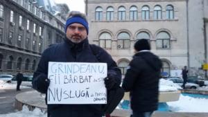"Un nou protest in Piata Universitatii: ""Legile se fac cu cap, nu cu muschi de condamnat"", ""Dragnea, nu uita, asteptam si cartea ta"""