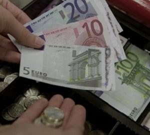 """Un nou soc pentru Romania? """"Trecerea la euro va scumpi totul cu 40-50%"""""""