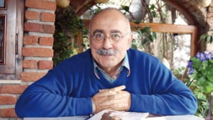 Un reputat scriitor turc anunta pe Twitter ca a fugit din inchisoare: Pasarea si-a luat zborul