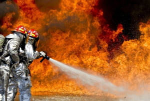 Un restaurant romanesc a fost incendiat in Franta: Clientii si personalul au fost prinsi inauntru. Trei romani sunt raniti