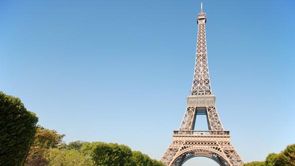 Un tronson de scari din Turnul Eiffel, vandut la licitatie cu 220.000 de euro