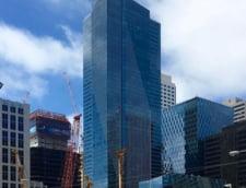 Un zgarie-nori cu apartamente de lux, unele dintre cele mai scumpe din San Francisco, se scufunda