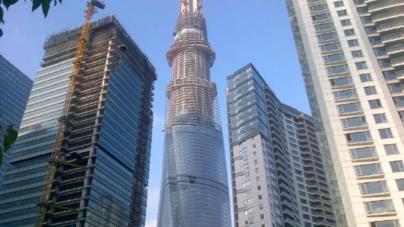 Un zgarie-nori din Shanghai devine cel de-al doilea cel mai inalt turn din lume
