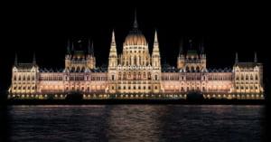 Ungaria adopta o lege care incurajeaza natalitatea: Statul le da bani cuplurilor cu copii