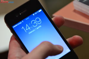 Unii romani folosesc smartphone-ul si de 200 de ori pe zi - Ce continut acceseaza (Infografic)