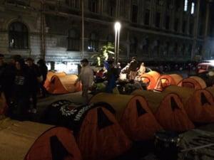 """Unionistii au plecat din Piata Universitatii, dupa o noapte """"la cort"""". Ce au cerut ei si ce au promis politicienii din Romania"""
