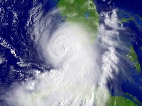 Uraganul Ike a avariat zece platforme petroliere din Golful Mexic