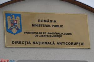 Urdareanu si Nichita, retinuti de procurorii DNA - spaga de 10% din contracte si reduceri la cazare-n Bucuresti