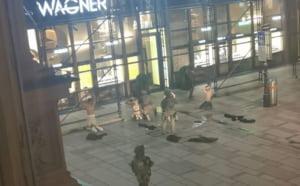 VIDEO Imagini cu teroristii capturati la Viena. Politia a vanat atacatorii pe strazile aglomerate din centrul orasului. Liderul gruparii ar fi inca in libertate