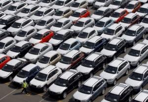 Vanz?rile de masini noi au sc?zut cu aproape 30%