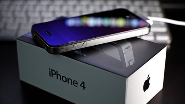 Vanzari record pentru iPhone 4S.