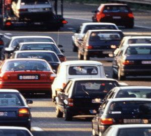 Vanzarile totale de autoturisme au scazut la jumatate