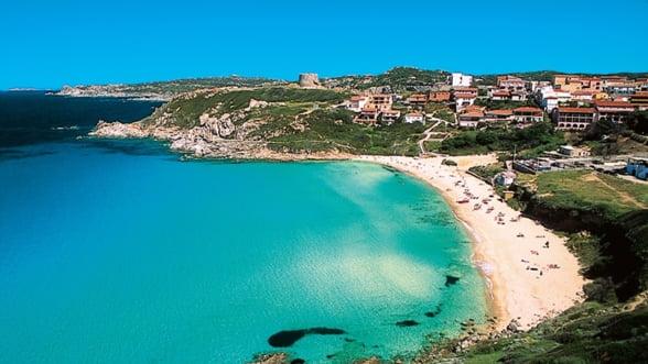 Vara asta viziteaza Sardinia, insula de smarald
