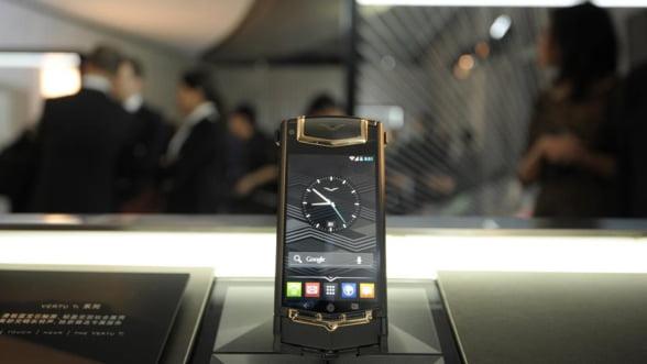 Vertu a adus cel mai scump smartphone din Romania: Costa mai mult decat o Dacie