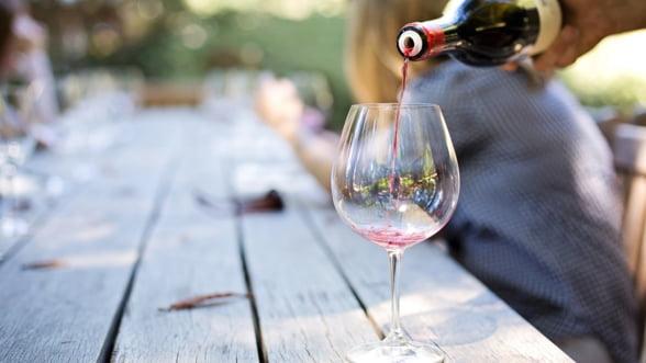 Veste buna pentru amatorii de vin: Preturile vor fi mai mici in acest an