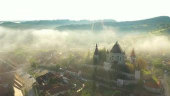 Vezi cel mai nou film despre Colinele Transilvaniei, ultimul peisaj medieval autentic din Europa VIDEO