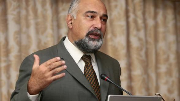 Vosganian: Decat sa perfectionam legislatia achizitiilor publice, mai bine privatizam sectorul de stat