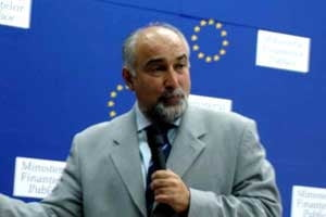 Vosganian: Leul s-a depreciat si pentru ca bancile-mama au retras euro de la bancile din Romania