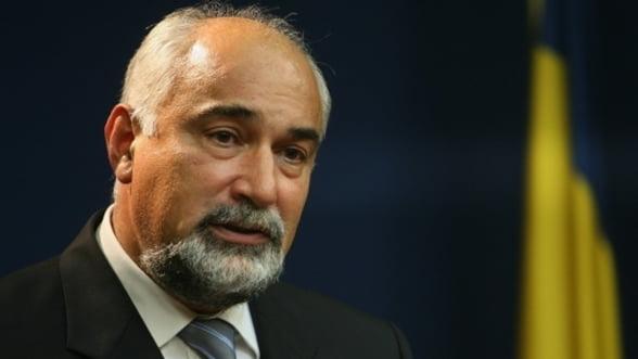 """Vosganian a ajuns la concluzia ca salariile din Ministerul Economiei sunt """"inacceptabil"""" de mici"""