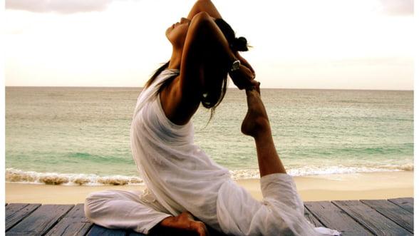 Vrei sa te relaxezi dupa o zi grea? Incearca yoga