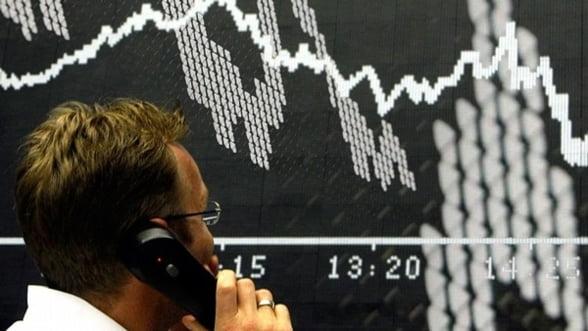 XTB: BNR va incerca sa castige timp mentinand leul sub 4,4 lei/euro