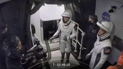 Zbor spațial cu patru amatori, într-o capsulă atașată unei rachete SpaceX. Vor face de 15 ori înconjurul Pământului VIDEO