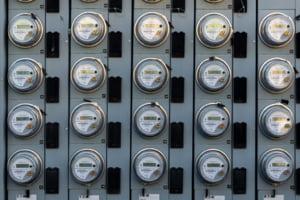 Zeci de mii de români, cu datorii la gaze și electricitate, riscă debranșarea, după ce anul trecut s-a decis că își pot amâna plata pe perioada pandemiei