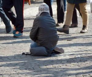 Zeci de perchezitii la Paris si in Romania: Peste 70 de minori trimisi la cersit si furat vor fi audiati