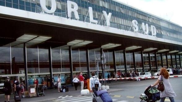 Zeci de zboruri anulate la Paris, din cauza grevei controlorilor de trafic
