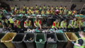 Soldatii aduna tonele de gunoi din Atena
