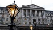 Anglia isi apara economia. Injecteaza 100 miliarde de lire in sistemul bancar