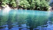 Lacul Albastru, singurul lac din tara care isi schimba culoarea in functie de lumina