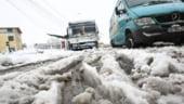 Iarna ne acopera: vezi ce drumuri sunt blocate
