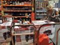 Uraganul Irene: americanii isi fac provizii, golind magazinele