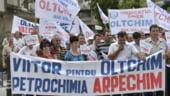 Oltchim ar putea primi 20,5 mil. euro. La Arpechim continua protestele